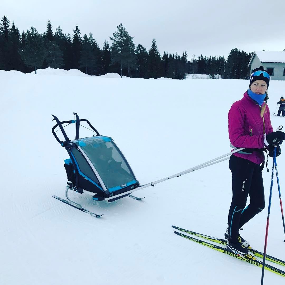 Nye Thule Chariot Sport super for barna mor og farhellip